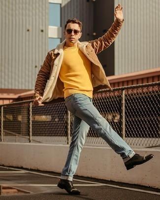 Мужские луки: Несмотря на свою несложность, образ из коричневой куртки-рубашки и голубых джинсов приходится по душе джентльменам, а также покоряет дамские сердца. Черные кожаные повседневные ботинки — хороший вариант, чтобы закончить ансамбль.