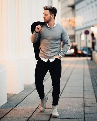 С чем носить золотой браслет мужчине осень: Сочетание черной куртки-рубашки и золотого браслета - очень практично, и поэтому идеально на каждый день. Любишь свежие луки? Дополни образ серыми замшевыми ботинками челси. Как нам кажется, это классная идея на осень.
