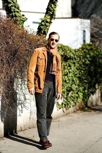 Ремень: с чем носить и как сочетать мужчине: Такое лаконичное и комфортное сочетание базовых вещей, как светло-коричневая вельветовая куртка-рубашка и ремень, придется по вкусу парням, которые любят проводить дни в постоянном движении. Элегантности и классики луку добавит пара коричневых кожаных ботинок дезертов.