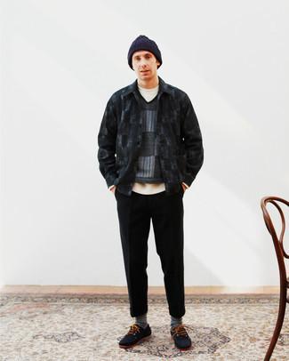 С чем носить темно-серые носки мужчине: Черная куртка-рубашка в клетку и темно-серые носки позволят создать простой и практичный лук для выходного в парке или вечера в баре с друзьями. В паре с черными топсайдерами из плотной ткани такой образ выглядит особенно выигрышно.