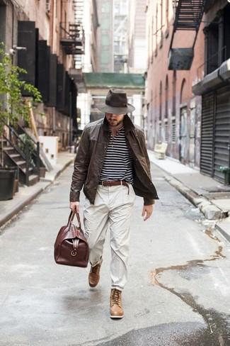 Бежевые брюки чинос от Tony Backer
