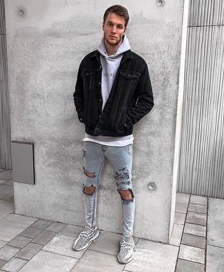 Как и с чем носить: черная вельветовая куртка-рубашка, серый худи, белая футболка с круглым вырезом, серые рваные зауженные джинсы