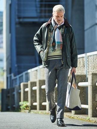Темно-зеленая куртка с воротником и на пуговицах: с чем носить и как сочетать: Темно-зеленая куртка с воротником и на пуговицах и темно-синие классические брюки в клетку — отличный выбор для офисного образа на каждый день. Любители экспериментировать могут дополнить лук черными кожаными монками, тем самым добавив в него толику изысканности.