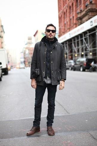 С чем носить темно-серую куртку с воротником и на пуговицах: Темно-серая куртка с воротником и на пуговицах в сочетании с темно-серыми джинсами — великолепный вариант для создания мужского лука в элегантно-деловом стиле. Этот образ обретет новое прочтение в паре с коричневыми кожаными повседневными ботинками.