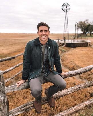 Как и с чем носить: черная куртка с воротником и на пуговицах, темно-серая рубашка с длинным рукавом в клетку, оливковая футболка с круглым вырезом, серые зауженные джинсы