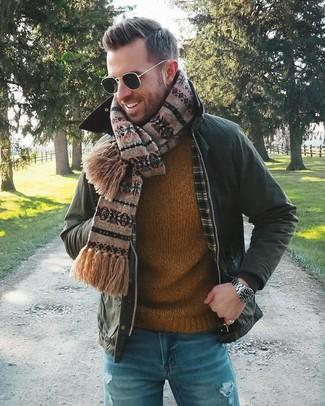 Как и с чем носить: темно-зеленая куртка с воротником и на пуговицах, табачный свитер с круглым вырезом, синие рваные джинсы, коричневый шарф с жаккардовым узором