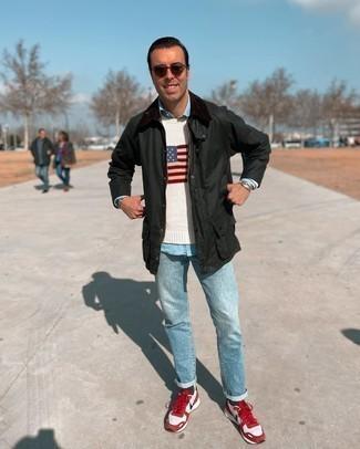 С чем носить темно-зеленую куртку с воротником и на пуговицах: Знакомые вне всякого сомнения оценят твое чувство стиля, если увидят тебя в темно-зеленой куртке с воротником и на пуговицах и голубых джинсах. Чтобы привнести в образ чуточку легкости , на ноги можно надеть красно-белые кроссовки.