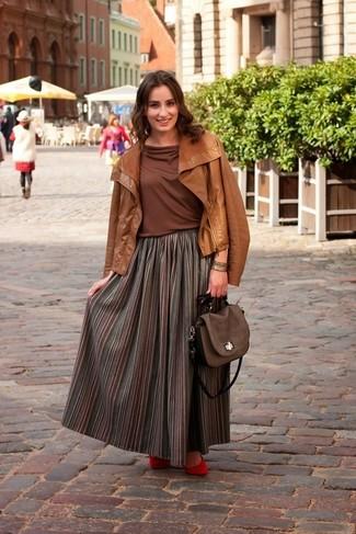 Коричневая куртка и юбка