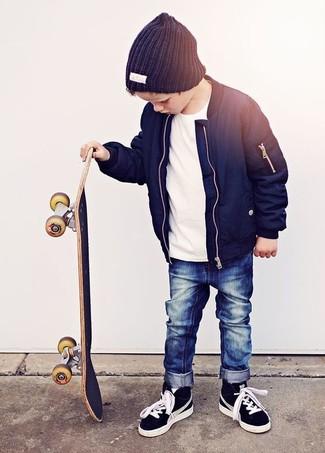 Какие куртки носить с черными кедами мальчику: