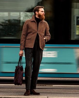 Как и с чем носить: коричневая куртка харрингтон в мелкую клетку, черная водолазка, темно-серые шерстяные классические брюки, темно-красные замшевые лоферы