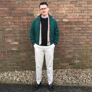 Как и с чем носить: темно-зеленая куртка харрингтон, черный свитер с круглым вырезом, голубая рубашка с длинным рукавом, бежевые брюки чинос
