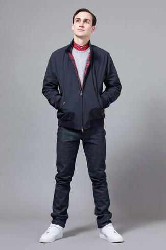 Как и с чем носить: темно-синяя куртка харрингтон, серый свитшот, красная классическая рубашка в шотландскую клетку, темно-синие джинсы