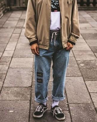 Светло-коричневая куртка харрингтон: с чем носить и как сочетать: Если ты любишь одеваться модно, и при этом чувствовать себя комфортно и уверенно, стоит опробировать это сочетание светло-коричневой куртки харрингтон и голубых джинсов. Вместе с этим образом великолепно смотрятся черно-белые низкие кеды из плотной ткани.