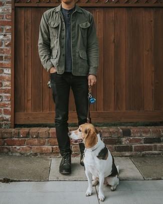 Мужские луки: Оливковая куртка-рубашка и черные джинсы — неотъемлемые вещи в арсенале молодых людей с превосходным вкусом в одежде. Вместе с этим луком великолепно будут смотреться черные кожаные повседневные ботинки.