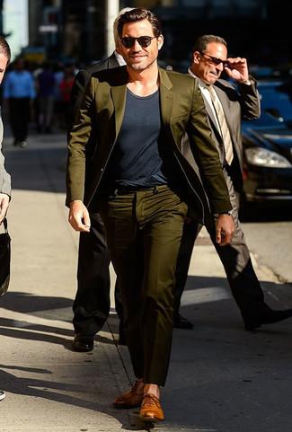 оливковый костюм темно серая футболка с круглым вырезом светло коричневые кожаные оксфорды large 21951