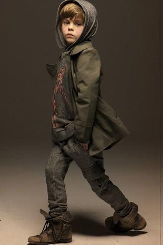 Как и с чем носить: оливковый плащ, серый худи, темно-серые спортивные штаны, коричневые ботинки