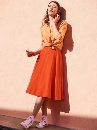 Как и с чем носить: оранжевая классическая рубашка, оранжевая пышная юбка, белые высокие кеды из плотной ткани