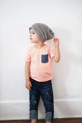 Как и с чем носить: оранжевая футболка, темно-синие джинсы, серая шапка