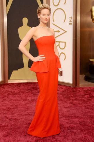 Как Jennifer Lawrence носит Оранжевое вечернее платье, Золотой клатч