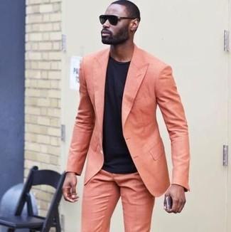 Как и с чем носить: оранжевый костюм, черная футболка с круглым вырезом, черные солнцезащитные очки