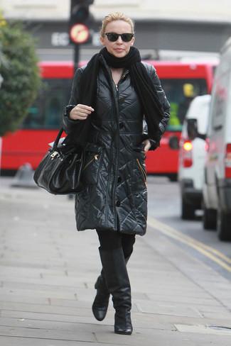 Как и с чем носить: черный палантин, черный пуховик, черные леггинсы, черные кожаные сапоги