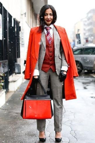 Как и с чем носить: красное пальто, красная безрукавка, серый пиджак в шотландскую клетку, белая классическая рубашка