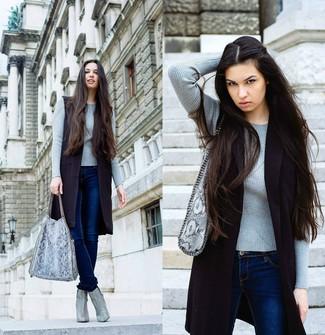 Женский серый свитер с круглым вырезом от Reebok
