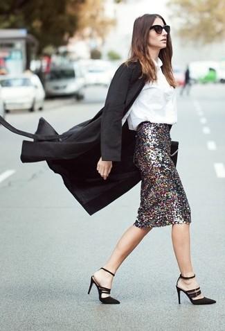 Как и с чем носить: черное пальто, белая блуза на пуговицах, серебряная юбка-карандаш с пайетками, черные замшевые босоножки на каблуке