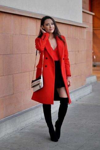 Модный лук: Красное пальто, Красная блузка с длинным рукавом, Черная мини-юбка, Черные замшевые ботфорты