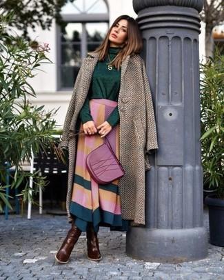 """Как и с чем носить: коричневое пальто с узором """"в ёлочку"""", темно-зеленая водолазка, разноцветная юбка-миди с геометрическим рисунком, темно-коричневые кожаные сапоги"""