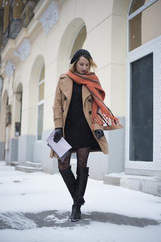 Если ты приписываешь себя к той немногочисленной категории девушек, неплохо разбирающихся в модных тенденциях, тебе подойдет сочетание светло-коричневого пальто и черного облегающего платья. Пара черных кожаных ботфортов очень органично интегрируется в этот наряд.