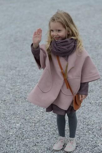 Модный лук: Розовое пальто, Пурпурное платье, Серые дезерты, Пурпурный шарф