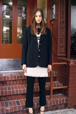 Как и с чем носить: черное пальто, белое кружевное платье-футляр, черные классические брюки, черные кожаные босоножки на каблуке