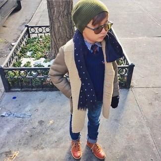 Как и с чем носить: серое пальто, темно-синий свитер, синяя рубашка с длинным рукавом, синие джинсы