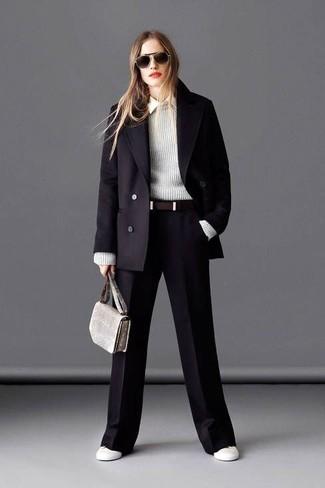 Модный лук: Черное пальто, Серый свитер с круглым вырезом, Белая классическая рубашка, Черные широкие брюки