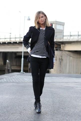 Модный лук: Черное пальто, Черно-белый свитер с круглым вырезом в горизонтальную полоску, Белая классическая рубашка, Черные джинсы скинни