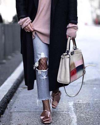 99655164f31 Как носить голубые джинсы с черным пальто женщине  Модные луки (20 ...