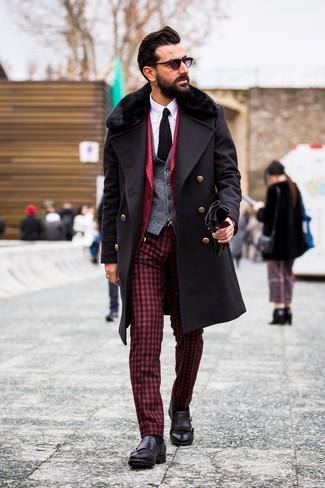 Как и с чем носить: черное пальто с меховым воротником, красный пиджак, серый шерстяной жилет, белая классическая рубашка