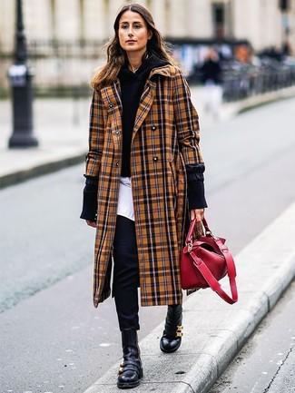 Как и с чем носить: светло-коричневое пальто в шотландскую клетку, черный худи, белая классическая рубашка, черные узкие брюки