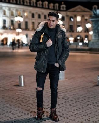 Мужские луки: Если этот день тебе предстоит провести в движении, сочетание черной парки и черных рваных джинсов позволит создать практичный ансамбль в стиле casual.