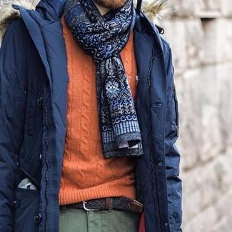 Как и с чем носить: темно-синяя парка, оранжевый вязаный свитер, оливковые брюки чинос, темно-синий галстук с принтом