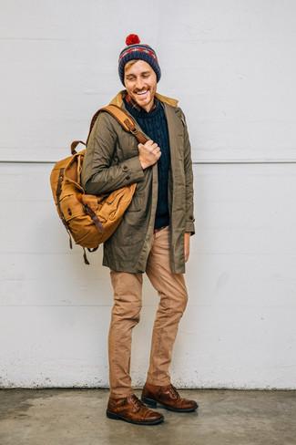 Как и с чем носить: оливковая парка, темно-синий вязаный свитер, темно-синяя фланелевая рубашка с длинным рукавом в шотландскую клетку, светло-коричневые джинсы