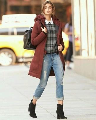 Как и с чем носить: табачная парка, темно-серый свитер с круглым вырезом в шотландскую клетку, белая классическая рубашка, голубые рваные джинсы