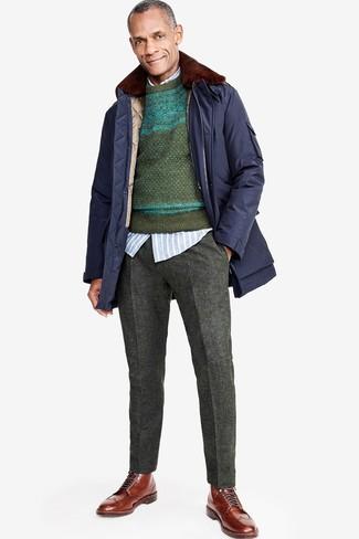 Как и с чем носить: темно-синяя парка, темно-зеленый свитер с круглым вырезом с жаккардовым узором, голубая рубашка с длинным рукавом в вертикальную полоску, темно-серые шерстяные классические брюки