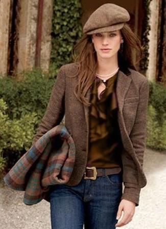 Поклонницам стиля casual придется по вкусу сочетание коричневой блузки и темно-синих джинсов скинни.