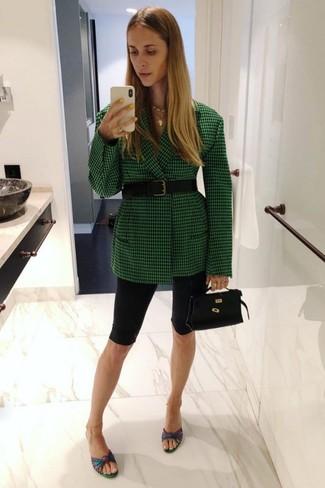 Как и с чем носить: зеленый пиджак в клетку, черные велосипедки, разноцветные кожаные сабо, черная кожаная сумочка