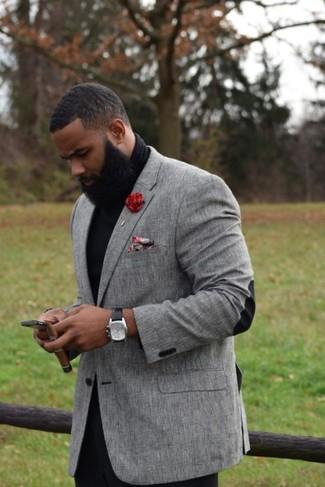 Как и с чем носить: серый пиджак, черная водолазка, черные брюки чинос, красный нагрудный платок с цветочным принтом