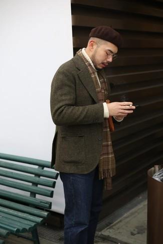Как и с чем носить: оливковый шерстяной пиджак, белая вязаная водолазка, черные джинсы, темно-коричневая шапка