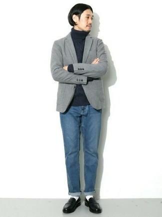 Черные кожаные лоферы: с чем носить и как сочетать мужчине: Сочетание серого шерстяного пиджака и синих джинсов позволит создать модный, и в то же время мужественный ансамбль. Дополнив ансамбль черными кожаными лоферами, можно получить занятный результат.