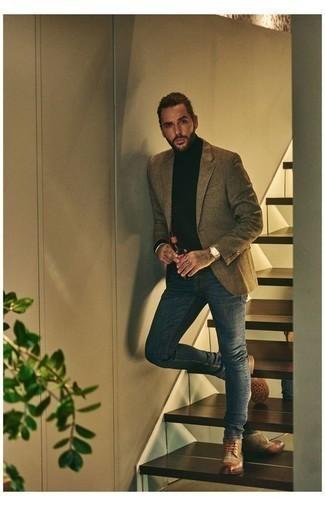 Золотые часы: с чем носить и как сочетать мужчине: Коричневый пиджак и золотые часы — выбор джентльменов, которые постоянно в движении. Завершив лук коричневыми кожаными ботинками броги, получим неожиданный результат.